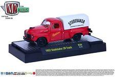 1:64 M2 Machines *AUTO-TRUCKS R36* = Red 1952 Studebaker 2R Truck w/Cover NIB