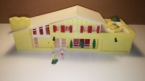 Contemporary House Model yellow - HO Scale - Railroad Train layout
