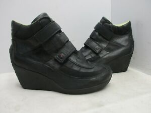 TSUBO Black Leather Strap Wedge Heel Ankle Boots Womens Sz 9 Style 8080-BKM6
