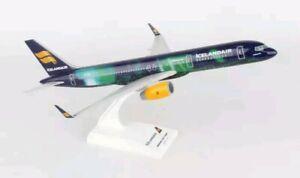 Skymarks Icelandair Iceland airplane snap model kit Boeing 757-200 1/150 Hekla