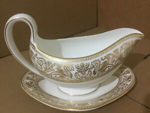 Wedgwood Florentine Gold W4219 gravy / sauce boat and under plate