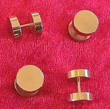 Markenlose Fake-Piercings fürs Ohr