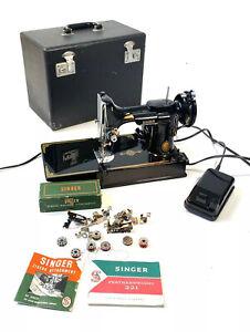 1953 Antique Vintage SINGER 221 Featherweight Sewing Machine Case & Accessories