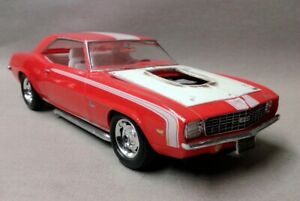 Built Revell 1/25th Scale 69 Camaro SS 427 L-72