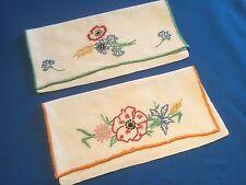 2 Portes serviette ancien en coton blanc épais, broderie couleurs