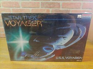 Monogram Star Trek Voyager USS Voyager 3604 FS NEW Model Kit