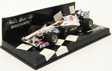 Modellini statici di auto da corsa Formula 1 bianchi sauber