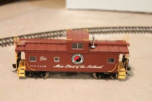NP Northern Pacific Atlas Standard Cupola Caboose #1118 in HO Scale