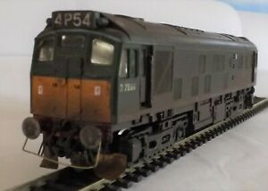 HORNBY R072 CLASS 25 DIESEL LOCOMOTIVE D7596 BR GREEN WEATHERED