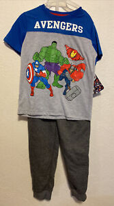 Avengers Boy 2-Piece Graphic Short Sleeve Top and Pants Jogger Set Size 5/6 B11