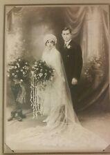 vintage 1920s wedding photo great clothing veil headress roses niagara falls