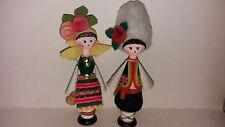 Sehr schön und originalgetreu gestaltetes bulgarisches Trachtenpärchen (Holz)