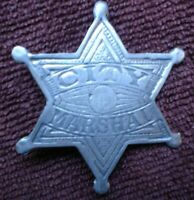 1 x CITY MARSHAL LAWMAN AMERICA PIN ON CAST METAL BADGE APPROX 5 CM SEE PIC
