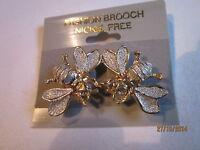 """Brosche--wunderschön---2 Bienen--goldfarben mit-""""Silberstaub""""u.winzigen Steinen"""