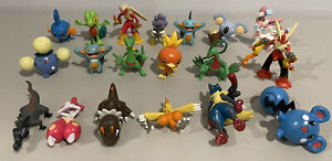LOT OF 19 - POKEMON ACTION FIGURES TOYS TOMY CGTSJ GEN 3+ BLAZIKEN *READ*