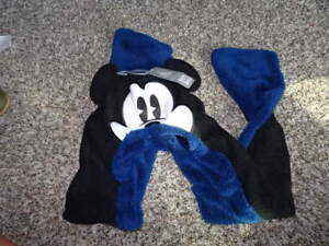 NWT NEW THE DISNEY STORE MICKEY MOUSE XXS XS WINTER HAT SCARF COMBO