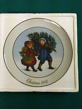 Avon  Christmas Memories Series 1981  Porcelain Plate in The Box