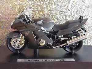 Honda CBR 1100 XX Super Blackbird -  Antrazith  1:18