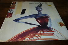 "GRACE JONES - Vinyle Maxi 45 tours / 12"" !!! LOVE IS THE DRUG !!! 12 IS 266 !!!"