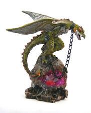grüner Drache mit Metall Kette rotem Fels LED, Fantasy Figur 20,5 cm hoch