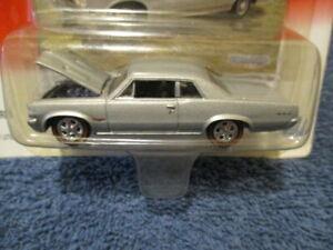 JOHNNY LIGHTNING 2001 MUSCLE CARS USA, 1964 PONTIAC GTO.