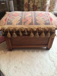 Wooden Foot Stool Sewing / Storage Box Lid Open Up With Chain .VINTAGE