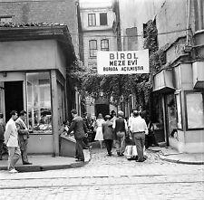 TURQUIE c. 1960 - Population Rue Commerces Istanbul - Négatif 6 x 6 - Tur 51