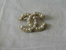 CHANEL Brooch Pin Pearl and Crystal Strass Gold tone CC Logo
