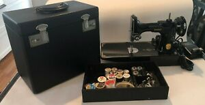 Beautiful Singer Featherweight 221 W/box and Accessories