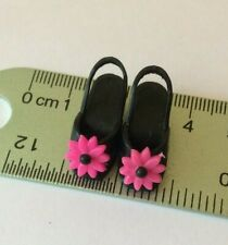 Sindy doll Hasbro 1992 Holiday Sindy 18277 Black Pink Sandals