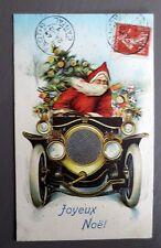 JOYEUX NOEL MERRY CHRISTMAS. PERE NOEL EN VOITURE. CARTE POSTALE GAUFREE.