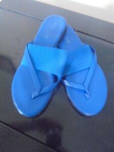 REGATTA SIZE 37 Blue Slip On Thongs Sandals
