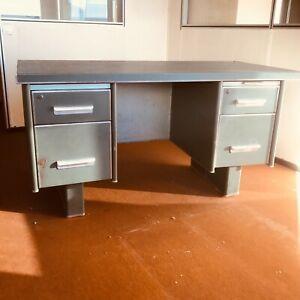 bureau années 70 en métal dessus verre . XX siècle .