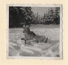 PHOTO ANCIENNE Luge en osier pour enfant Vannerie Vers 1950 Neige Sports d'hiver