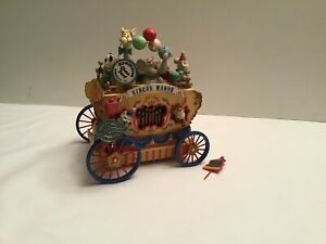 VINTAGE RARE ENESCO  BATTERY OPERATED  ANIMATED  MUSIC BOX ( WORKS)