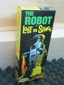 MOEBIUS ROBOT FROM LOST IN SPACE NEW SEALED BAGS 2011 ISSUE AS PICTURED