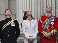 Catherine, Duchess of Cambridge & Prince William UNSIGNED photo - H5853