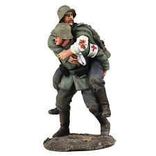 BRITAINS WW1 23095 - 1916-18 German Medic Carrying Wounded Soldier