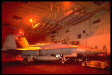 496034 FA 18 sur transporteur Hangar Deck A4 papier photo