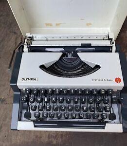 Vintage Olympia Traveller de Luxe Typewriter Case Working