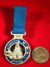 1 Disney Pin 3D Limited Edition Dangle Disneyland Paris 1/2 Marathon Medal lotgt