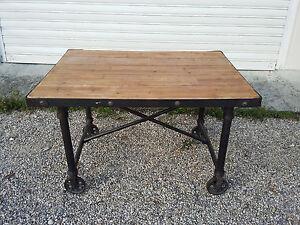 Superb Table Industrial Metal & Wood
