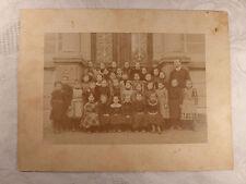 altes Foto alte Fotografie Schulklasse Mädchen mit Lehrer ca. 1900 16,2x11,2 cm