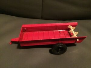 Vintage ERTL International Farm Tractor Spreader Trailer Red Diecast Toy 1:32