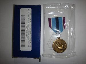 États-Unis Militaire Humanitarian Service Médaille Avec Original Boîte Daté