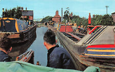 R243815 Britains Inland Waterways. Narrow boats on the Oxford Canal at Hawkesbur