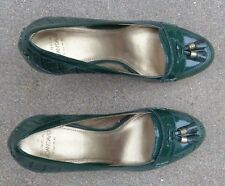 Joan & David luxe green faux alligator   womens high heel shoes size 7 M used