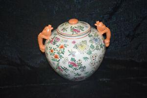 Porz.-Deckelvase,Drachenhenkel,China,floral/Pfirsiche/24KTGoldmal.,Bodenm.,H26cm