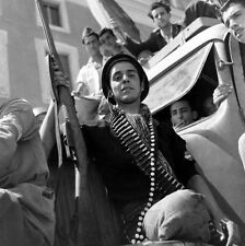 WW2 Photo WWII Italian Partisan with Rifle Rome Italy 1944  World War Two / 1421
