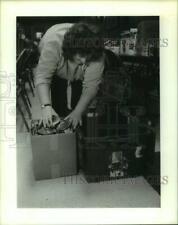 1991 Press Photo Karen Turk at William H. Cain American Legion Post Food Drive